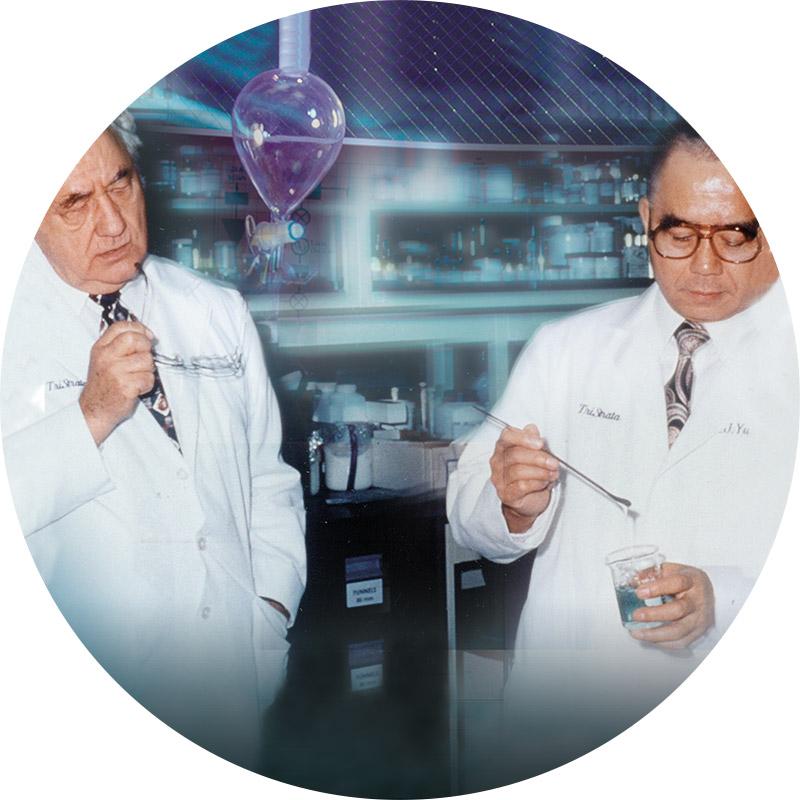 Dr. Eugene Van Scott e il Dr. Ruey Yu di Exuviance